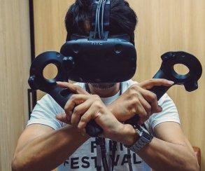 Обзор соцсетей. Бломкамп жжет деньги, Хэмилл хвалит Форда, Кодзима в VR