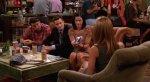 СМИ объяснили вечно свободный столик в кофейне из сериала «Друзья». - Изображение 5