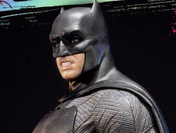 Из-за улыбки статуя Бэтмена изSuicide Squad выглядит очень смешно