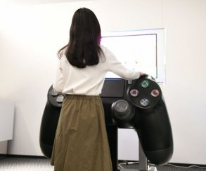 Размерчик что надо! Самый большой контроллер PlayStation 4 вмире