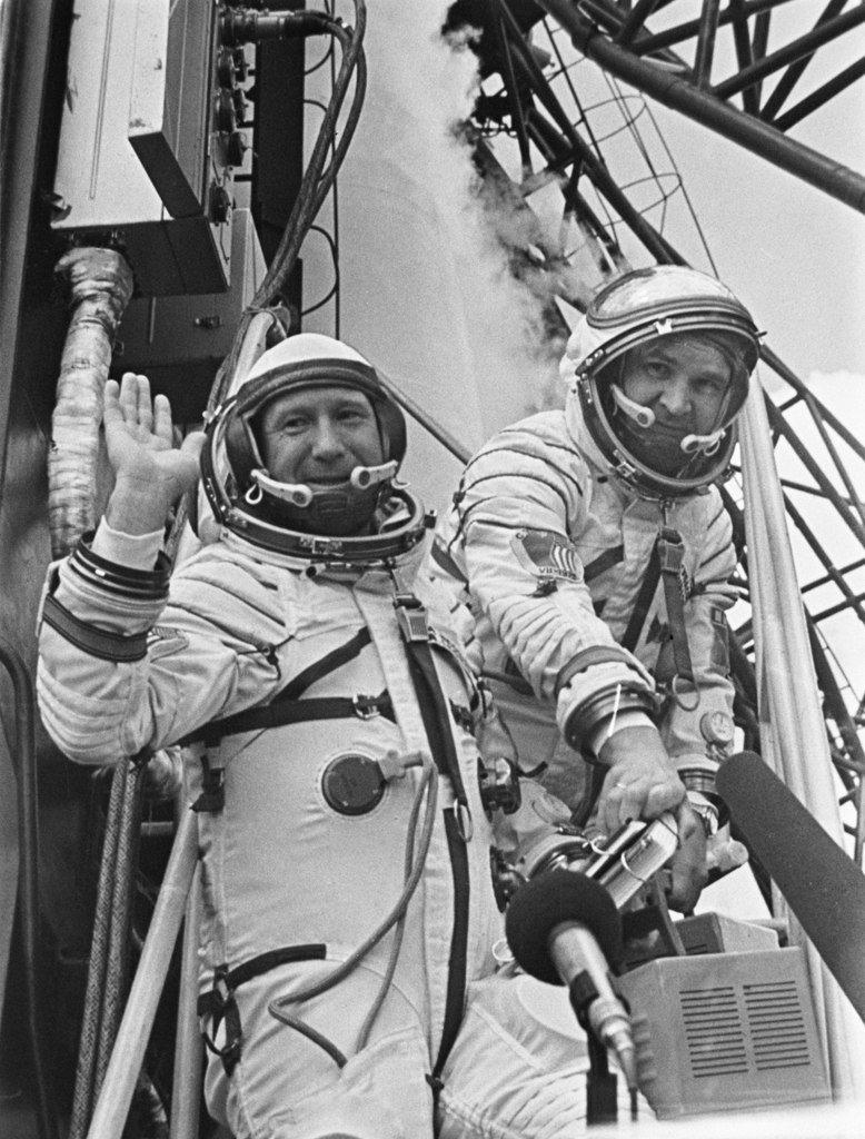 Ровно 52 года назад человек впервые вышел воткрытый космос - Изображение 4