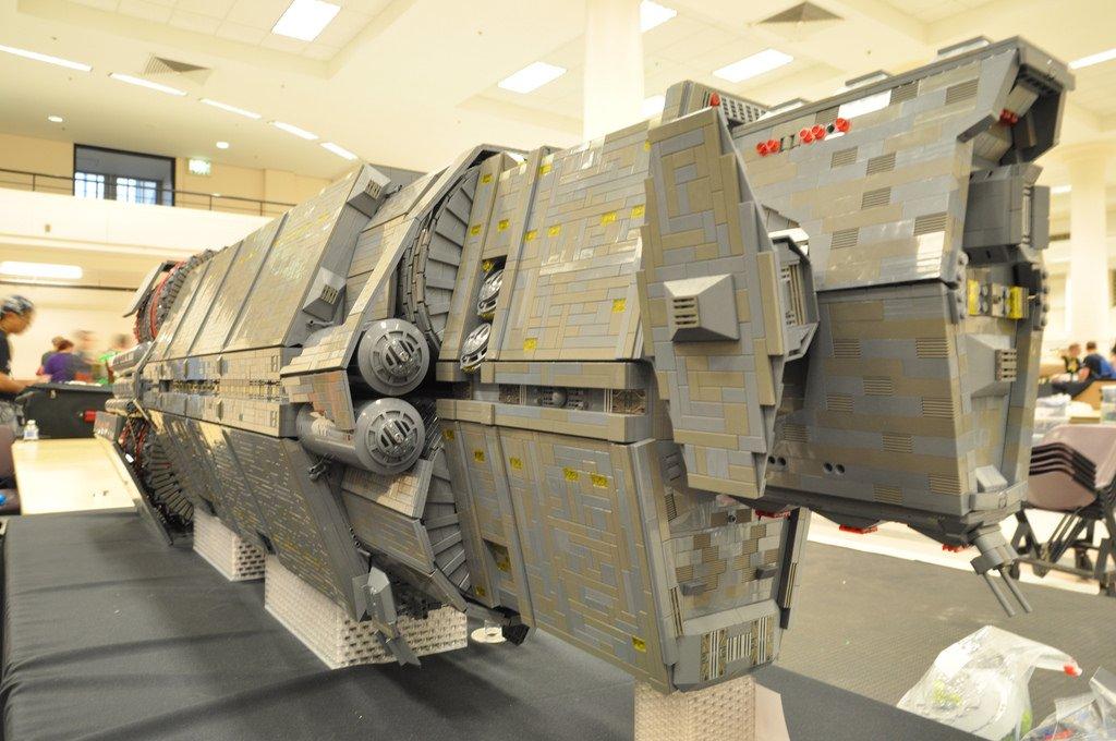 Фанат Halo построил из LEGO космический корабль - Изображение 1