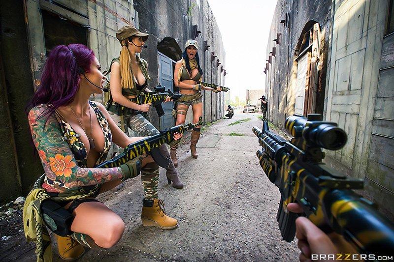 Очень смешные спецэффекты в порнопародии на Call of Duty - Изображение 1