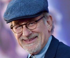 Стивен Спилберг спродюсирует фильм повселенной DCпро Черного ястреба