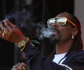 Snoop Dogg курил марихуану во время стрима на Twitch. И его не заблокировали!