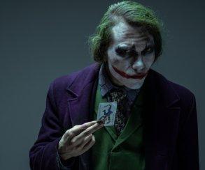 Устрашающий Джокер из «Темного рыцаря» в невероятном косплее Александра Вольфа