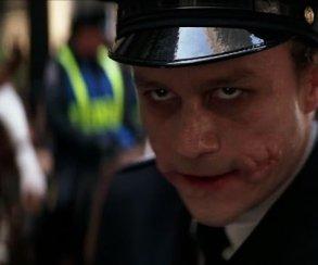 Авыпомните, как Джокер притворялся полицейским в«Темном рыцаре»?