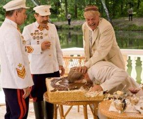 «Смерть Сталина» заменили на«Утомленных солнцем 2» и проверили:зрители все равно оскорблены!