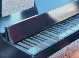 Пианино из17 смартфонов OnePlus 7T Pro звучит, как настоящее