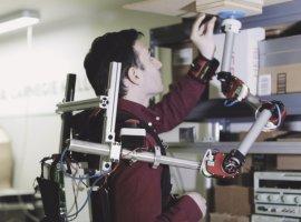 Когда рук буквально нехватает: переносная роборука поможет вделах или на работе