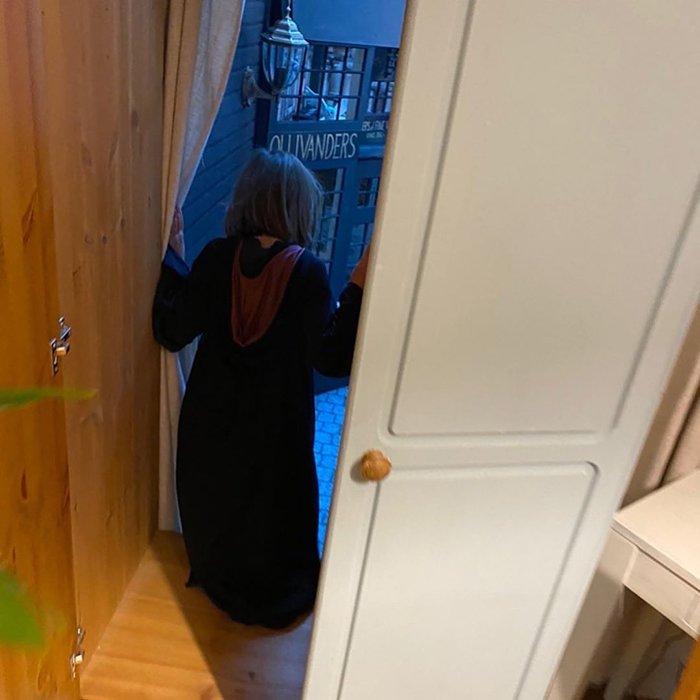 Британец превратил гардеробную вКосую Аллею. Все для дочери, которая обожает «Гарри Поттера» | Канобу - Изображение 2