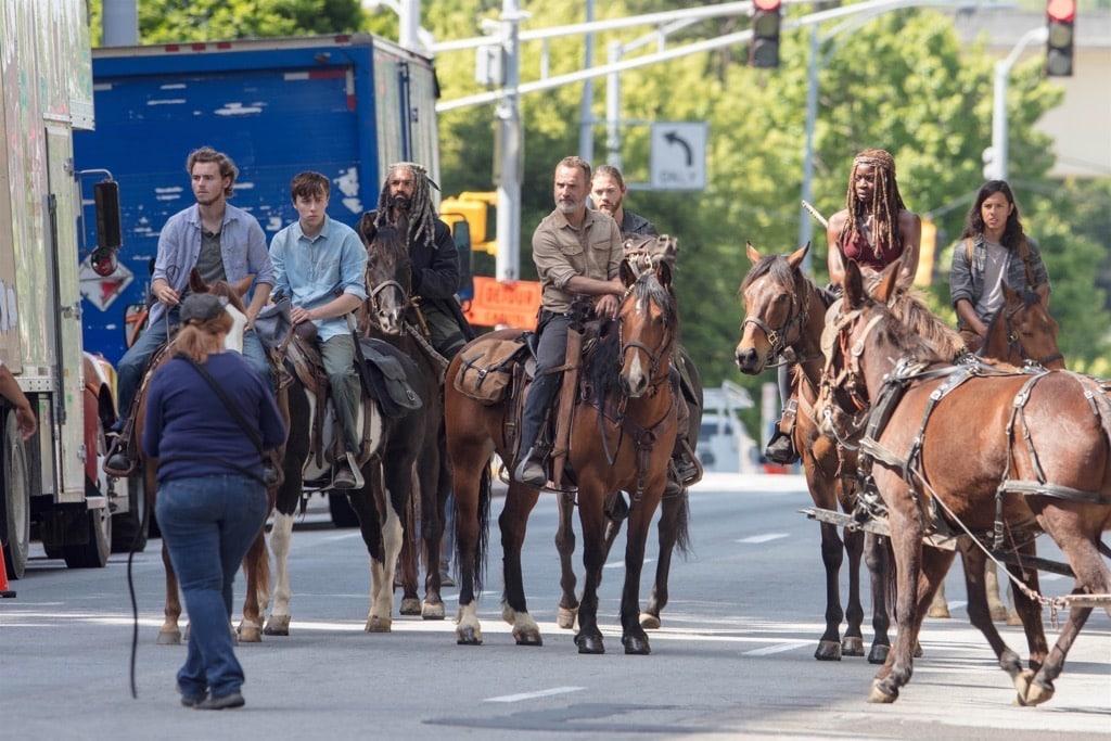 Рик Граймс снова сменил имидж. Первые фото сосъемок 9 сезона «Ходячих мертвецов» | Канобу - Изображение 7