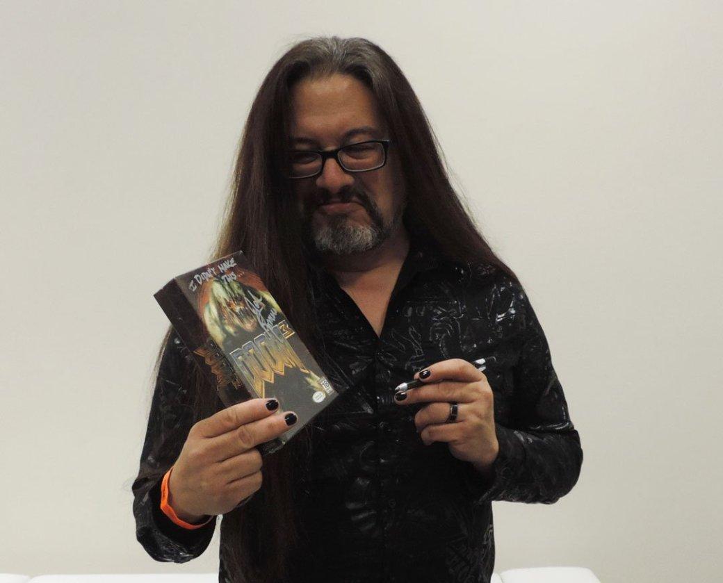 Джон Ромеро подписал коробку с Doom 3 для фаната, но не стал скрывать отвращения | Канобу - Изображение 5639
